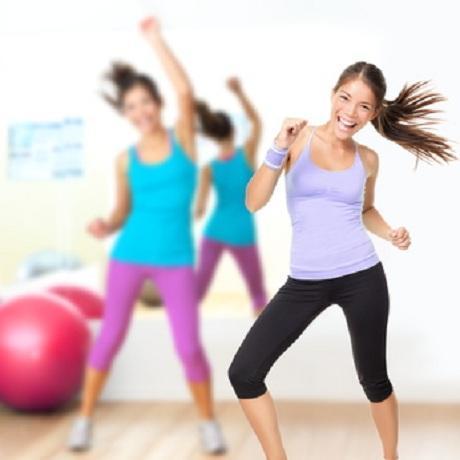 Frauen beim Zumba-Training