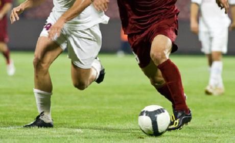 Fußballspieler im Zweikampf