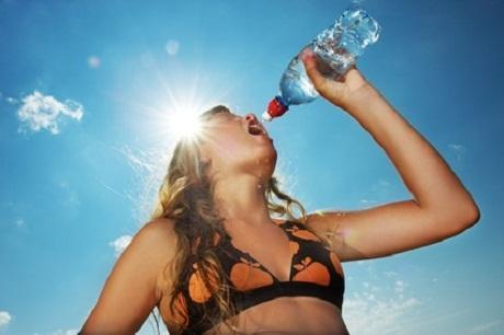 Frau, Wasser, Hitze