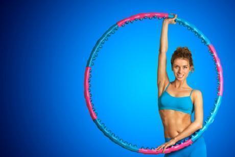 Hula-Hoop Reifen mit Frau